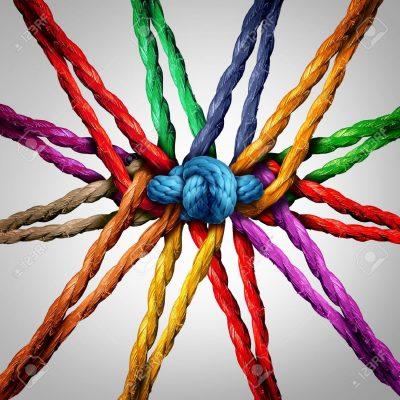 51757384-el-holding-juntos-como-diferentes-cuerdas-conectadas-y-atados-y-unidos-entre-sí-en-el-centro-por-un-nu